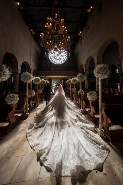así luce un vestido de novia de 800 mil euros