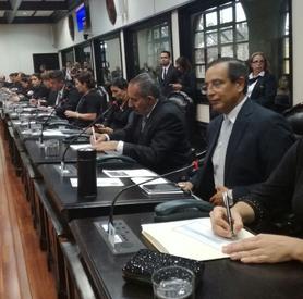 Contradicciones de Solís le confirman a diputados estrategia para presionar por impuestos